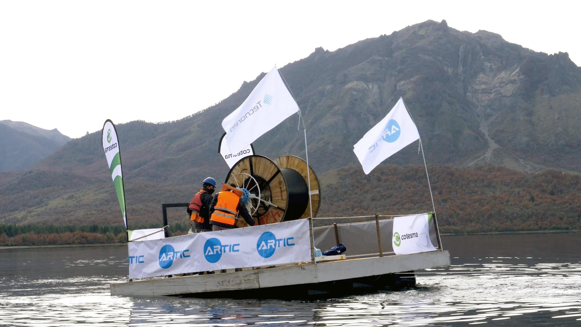 Cruzan Lago Meliquina en Argentina con fibra especial Artic